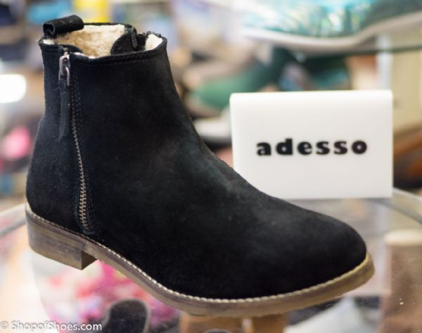 Adesso simple low black warm lined suede boot